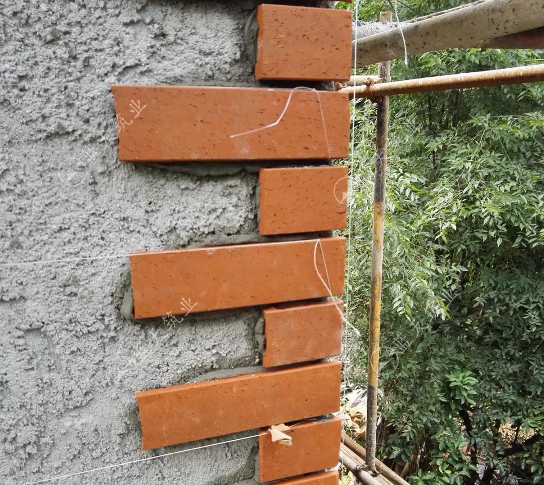 成都新繁别墅墙面贴砖